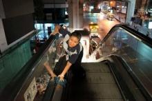 ซึ้งอ่ะ ! เรื่องจริงของ พนักงานทำความสะอาดที่สถานีรถไฟฟ้า BTS สยาม หลังเสร็จสงกรานต์