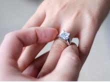 ดูความรักจากการ...สวมแหวน...