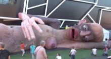 ชมการโชว์หุ่นเชิดตัวมหึมา แต่ที่น่ากลัวคือการแสดงของมันนี่แหละ