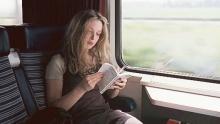 สนป่าว !? แค่หยิบหนังสือมาอ่าน ก็ได้นั่ง รถฟรีนะ...