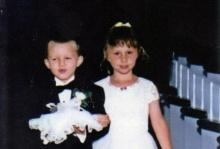 ซึ้งอ่ะ!! จากเด็กน้อยในงานแต่ง 17ปีผ่านไปกลายเป็นคู่แต่งงานในโบสถ์หลังเดิม!!