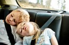 ที่จริงแล้ว การนอนที่เบาะนั่งหลังรถ ปลอดภัยไหม?