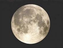 พบของเหลวบนพื้นผิวดวงจันทร์