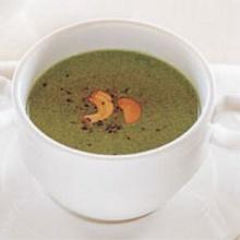 ซุปผักโขมกับเม็ดมะม่วงหิมพานต์