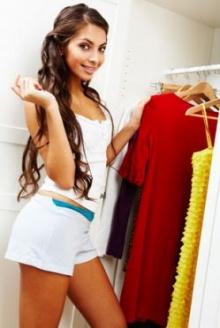 ตู้เสื้อผ้าสาว ๆ ควรมีอะไรบ้าง มาดูกัน