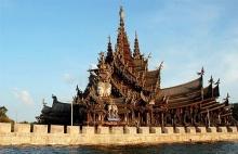 ปราสาทสัจธรรม ปราสาทไม้แกะสลักที่หญ่ที่สุดในโลก