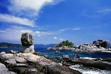 มหัศจรรย์หินซ้อนที่ เกาะดง