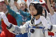 จีนส่งนักบินอวกาศหญิงคนแรก ขึ้นสู่อวกาศแล้ว!!