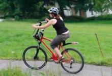 จักรยานรุ่นพิเศษ ปั่นได้ทั้งมือ-เท้า!
