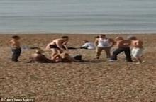 ช็อก คู่รักหน้าไม่อายมีเซ็กส์บนชายหาดไม่แคร์สายตาชาวบ้าน ผู้คนแห่รุมถ่ายภาพเด็ด