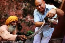 เทศกาลบูชางู อาบน้ำนม ในประเทศอินเดีย