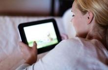 การนั่งอ่านแทบเบล็ตก่อนนอนนั้นมีผลเสียต่อสุขภาพ