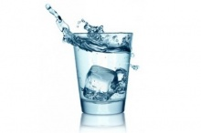 ดื่มน้ำเย็นหลังอาหารเสี่ยงมะเร็ง