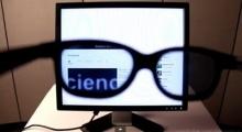 เจ๋ง! วิธีทำหน้าจอคอมฯ ให้มีแต่คนที่ใส่แว่นเท่านั้นที่เห็น