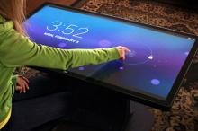 สนใจซื้อไปตั้งที่บ้านกันมั้ย … โต๊ะกาแฟแบบทัชสกรีนพร้อม Android OS