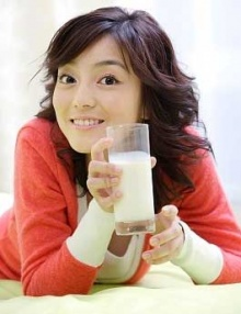 ดื่มนมสดก่อนนอนดีอย่างไร