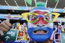 ชมภาพ สีสันฟุตบอลโลก 2014 บนหัวและใบหน้า