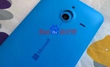 ชมชัดๆชิ้นส่วนฝาหลังของ Lumia 1330 จอ 5.7 นิ้ว เทียบกับ Lumia 535 จอ 5 นิ้ว