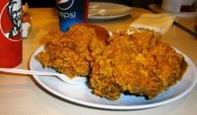 เมื่อทำถาดอาหารจาก KFC คว่ำลงพื้น!! พนักงานรีบเข้ามาประชิดตัว แล้วพูดบางอย่าง ถึงกับทำให้อึ้ง