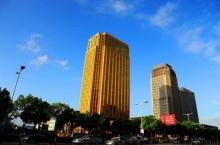 อื้อหื้อ!! ตึกทองกลางเมืองจีน สะท้อนจนทุกคนต้องแหงนมอง!!