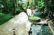 น้ำพุร้อน ติดกับ ลำธารน้ำเย็น แห่งเดียวในประเทศไทย
