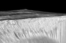 ค้นพบ'น้ำ'บนดาวอังคาร กับคำถามที่ว่า'มีสิ่งมีชีวิต'ซ่อนอยู่หรือไม่?!