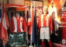 ย้อนรำลึก 'ตราพระมหามงกุฎ' บนหน้าอกเสื้อนักฟุตบอล เกียรติยศการรักชาติ