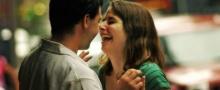 ทำไมผู้หญิงถึงชอบผู้ชายที่ทำให้พวกเธอหัวเราะ?