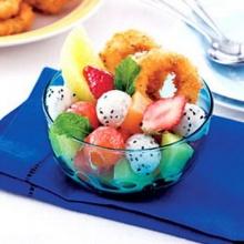 สลัดผลไม้กับปลาหมึกทอด
