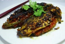 ปลาหางเหลืองทอดยัดไส้