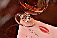 เคล็ดลับ : การลบรอยผ้าที่เปื้อนไวน์