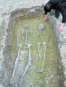 ♣ คู่รักจับมือ 4,200 ปี ♣