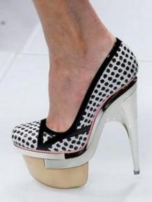 เลือกรองเท้าสีอะไรให้เข้ากับสีผิว