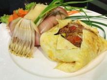 ผัดไทยปูเค็ม ไข่ห่อ
