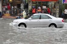 วิธีขับรถตอนฝนตกน้ำท่วม