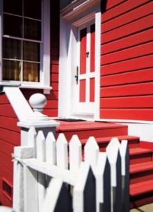ดูแลสีบันไดบ้านให้สวยสด