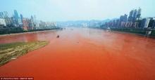 ช็อก แม่น้ำแยงซีกลายเป็นสีแดงเหลือง สื่อตปท.โยงสัญญาณวันสิ้นโลก