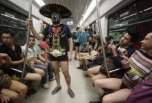 ชาวจังโก้จัดกิจกรรมสวมกางเกงในขึ้นรถไฟใต้ดิน
