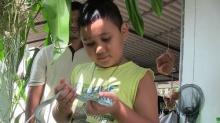 ตะลึงเจ้าหนู 7 ขวบชอบจับงู ดูออกมีพิษ-ไม่มี