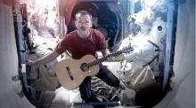 ชมเอ็มวี Space Oddity มิวสิกวิดีโอแรกถ่ายทำในอวกาศ โพสต์ 2 วันยอดชมเกือบ 5 ล้าน
