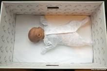 75 ปีผ่านไป ทำไมเด็กๆฟินแลนด์ถึงยังต้องนอนในกล่องกระดาษ?