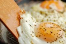 กินไข่ตอนเช้า ช่วยลดความอยากอาหาร - ทานจุบจิบ