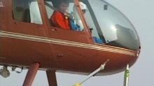 จีนสุดเจ๋ง นักบินโชว์เหนือชั้นบังคับเฮลิคอปเตอร์ เปิดฝาเบียร์ได้ (