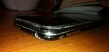 ชมภาพหายากเมื่อแบตเตอรี่ iPhone 3GS บวมเป่งยังกับหมอนหนุนหัว!
