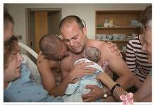 สุดซึ้ง!! คู่เกย์น้ำตานอง พบหน้าลูกเป็นครั้งแรก!!