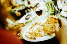 ลูกเล่นทางจิตวิทยา ที่ร้านอาหารใช้เพื่อให้คุณจ่ายเงินมากขึ้น