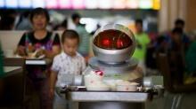 ร้านอาหารในจีนเริ่มใช้หุ่นยนต์ปรุงและเสิร์ฟอาหาร