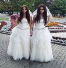 ตะลึง คู่เลสเบี้ยน ชาย-หญิง ศัลยกรรมจนเหมือนแฝด!!!