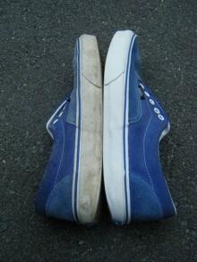 เปลี่ยนรองเท้าคู่เก่าให้สวยปิ๊งเหมือนใหม่ด้วย ยาสีฟัน
