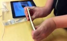 แชร์ว่อน!เด็กเกรียนแอบงอ iPhone 6 ถึงในร้าน Apple Store